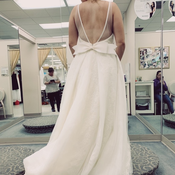 Vera Wang Dresses White By Vneck Wedding Dress With Bow Poshmark,Reception Indian Wedding Dress For Brides Father